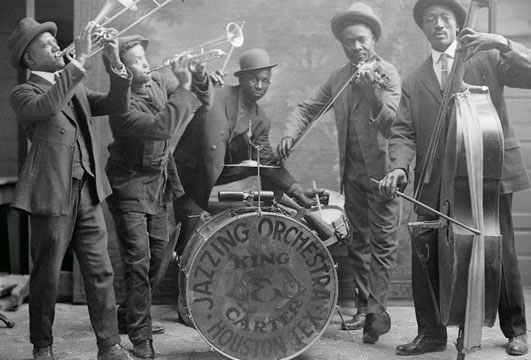 old photograph of a jazz band with five musicians