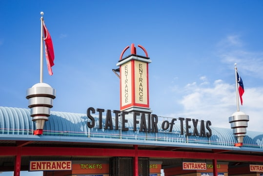 entranceway with a big sign reading State Fair of Texas
